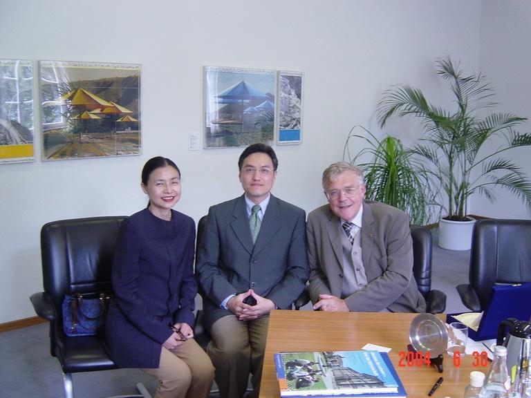 20040630朱雲漢執行長拜會德國杜賓根大學校長Eberhard Schaich博士