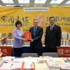 朱雲漢執行長出席西雅圖亞洲研究學會年會並主持贈書儀式