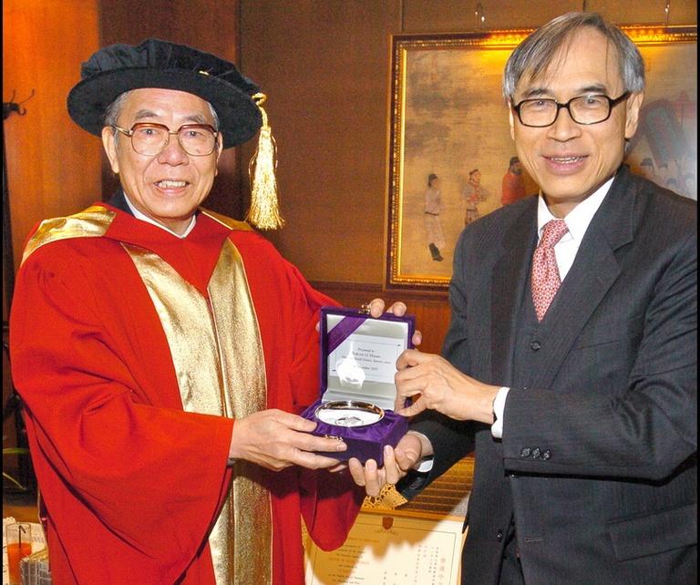 2005李亦園董事長獲頒香港中文大學榮譽博士學位