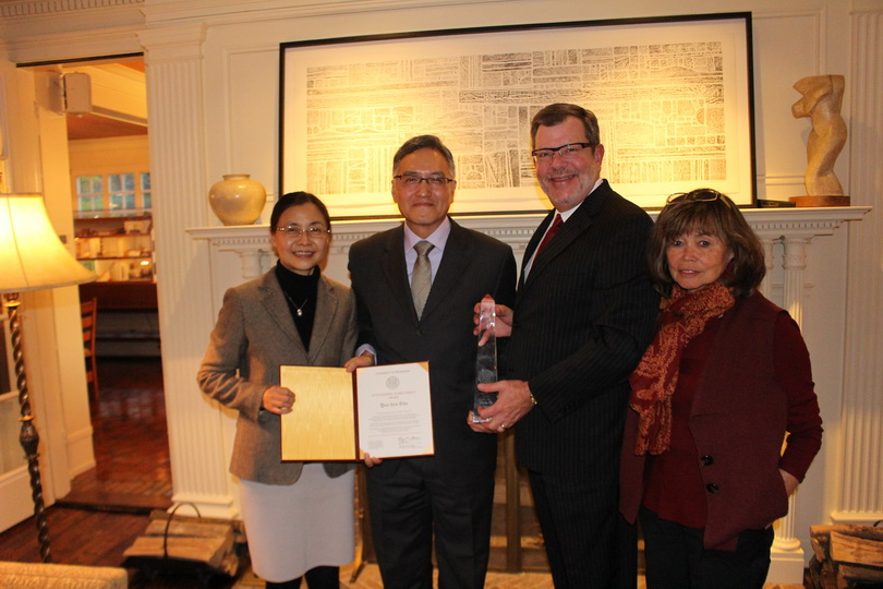 2014朱雲漢執行長獲頒美國明尼蘇達大學傑出成就獎